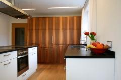 2006_Küche-nuss-und-weiss-2